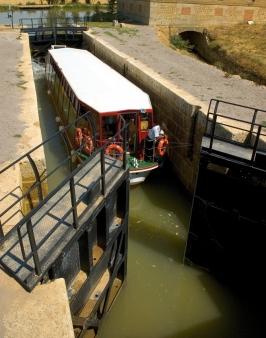 Turismo familiar: El Canal de Castilla en Medina de Rioseco (Valladolid)